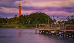 Jupiter Inlet Lighthouse with pier